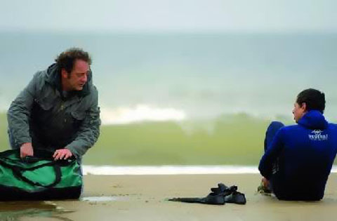 Simon (Vincent Lindon) and Bilal (Firat Ayverdi)